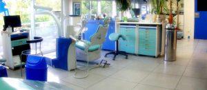 Ortodoncia ArquiFacial es un centro especializado en ofrecer las técnicas más novedosas en ortodoncia Pioneros en España Ortodoncia Arquifacial es un centro especializado en ofrecer las técnicas más novedosas en ortodoncia. Somos pioneros en España en realizar tratamientos ortodóncicos con cirugía ortognática y utilizando apoyos óseos. También realizamos tratamientos ortodóncicos con técnicas interceptivas, funcionales, con ortodoncia invisible o para el tratamiento de la apnea de sueño. Somos pioneros en España en realizar tratamientos ortodóncicos con cirugía ortognática y utilizando apoyos óseos Gracias a nuestro afán por desarrollar nuevas técnicas que en el centro también damos cursos a especialistas de ortodoncia a través de nuestro Campus de Docencia convirtiéndonos en profesionales de referencia a nivel nacional. Ortodoncia ArquiFacial es un centro especializado en ofrecer las técnicas más novedosas en ortodoncia Pioneros en España